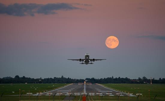 Plane takes off at Hannover Airport