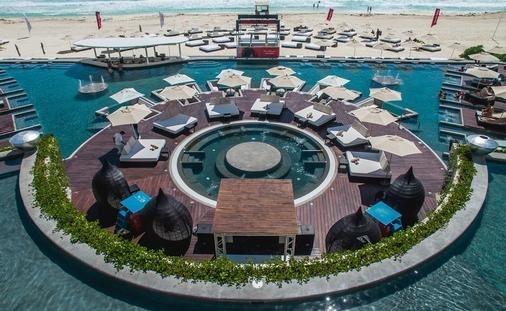 Melody Maker Cancun: Pool