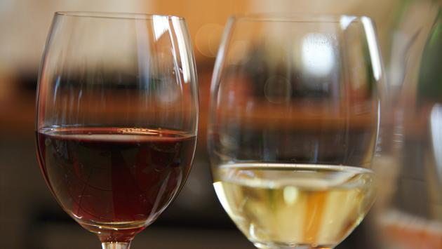 Red and white wine in wine glasses