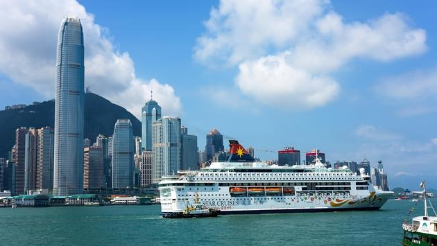 Star Cruises' Star Pisces calls upon Hong Kong Victoria Harbour.