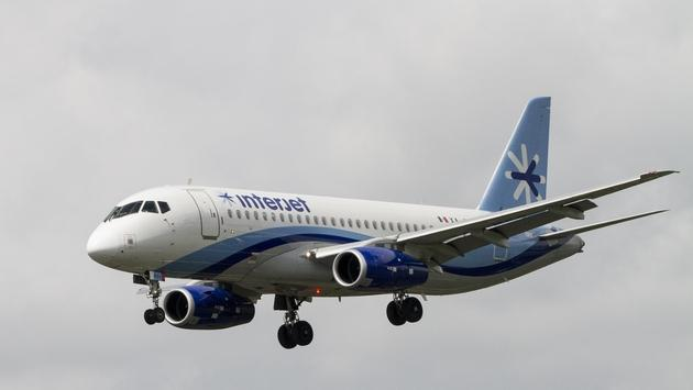 Interjet flight approaching Juan Santamaria International Airport in Costa Rica