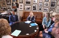 Representative John Lewis meeting with travel agents