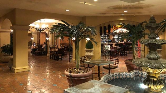 The lobby of the Hotel Encanto de Las Cruces. Photo by Paul J. Heney.