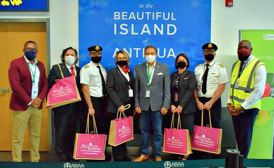 Air Canada Crew Welcomed to Antigua and Barbuda