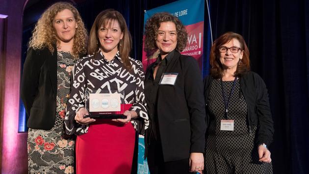 Maryse Martel, qui reçoit le prix de Groupe Voyages Québec, en compagnie de Mélanie Paul-Hus et de Marie-Andrée Boucher d'Atout France.