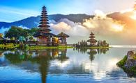 pura ulun danu bratan temple in Bali (PHOTO: Photo via tawatchaiprakobkit / iStock / Getty Images Plus)