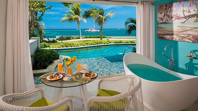 1 Night Free | Oceanfront Swim-up Butler Suite