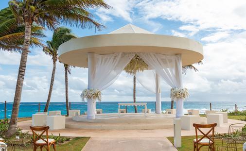Wedding Cliff Gazebo at Hyatt Ziva Cancun