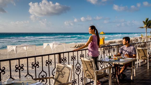 couple enjoying a meal at Hyatt Zilara Cancun