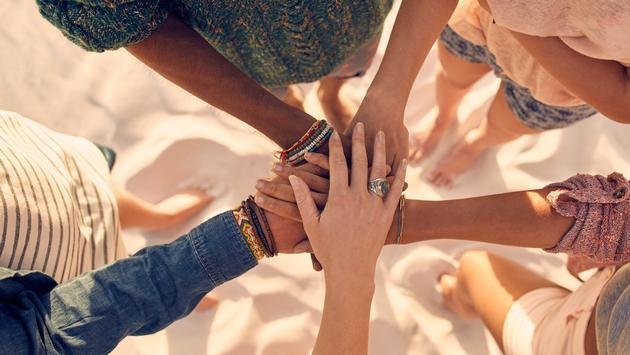 beach, women, female travelers, women travelers, hands