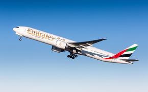 Emirates Boeing 777 at takeoff
