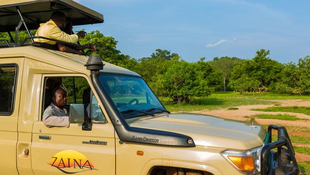 Zaina Lodge safari Land Cruiser