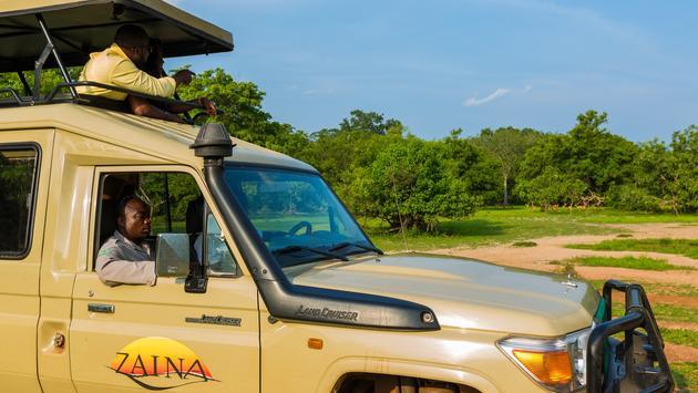 Zaina Lodge safari Land Cruiser