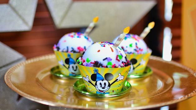 Mickey Mouse, cake cupcake, Disney's Hollywood Studios