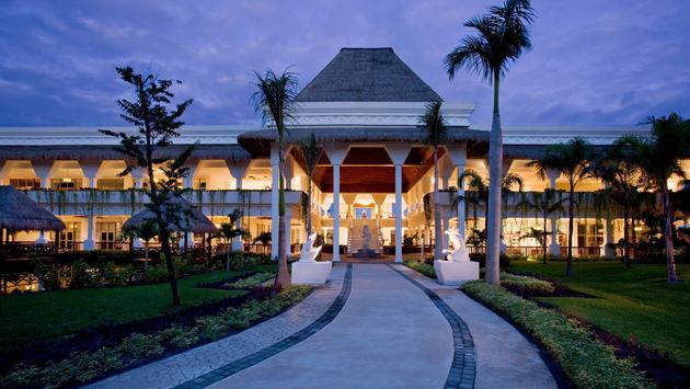 Grand Sunset Princess exterior lobby