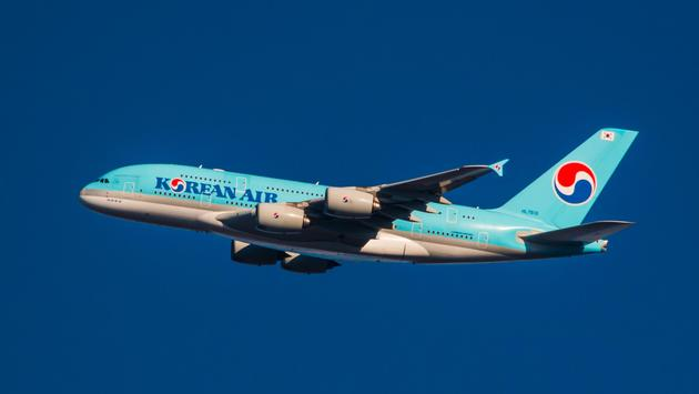 Korean Air Airbus A380 approaching John F Kennedy International Airport