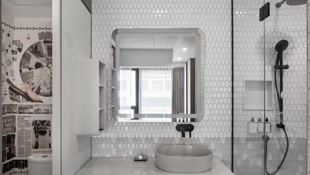 Une salle de bain au Germain Montréal