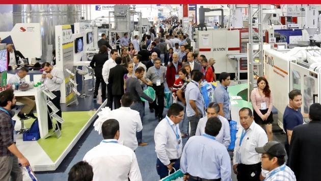 Participantes en una expo internacional antes del brote de Covid-19. (Foto de UFI)