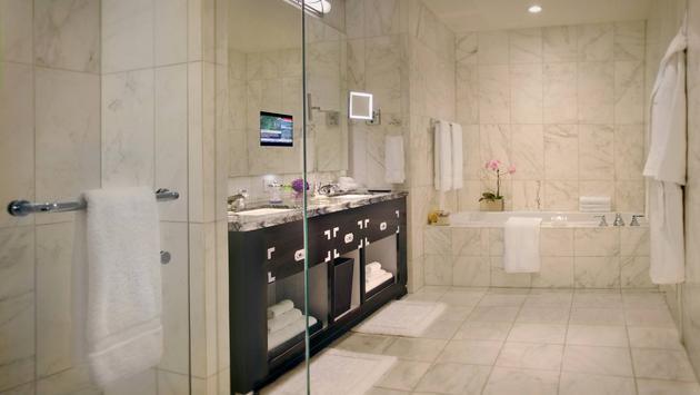 L'une des salles de bain de la
