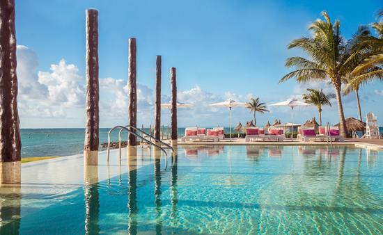 Club Med Cancun Pool