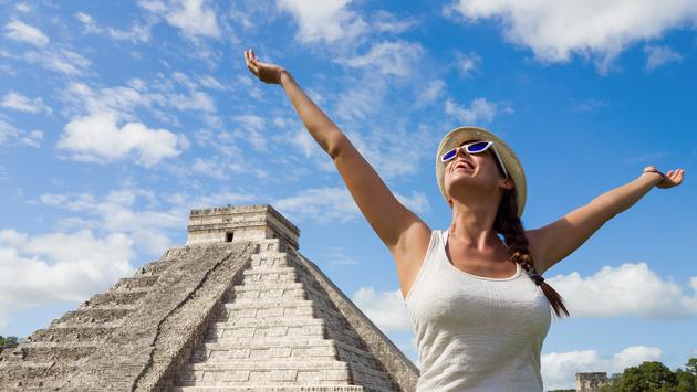 Women traveling to Chichen Itza, Mexico