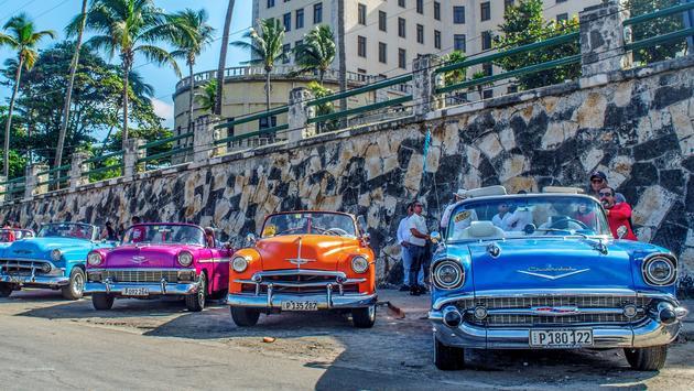 Défilé de voitures anciennes unique d'Iberostar à La Havane