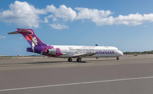 Hawaiian Airlines' B717 on Runway.