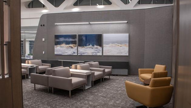 Un aperçu du nouveau salon Feuille d'érable d'Air Canada à l'aéroport LaGuardia de New York.
