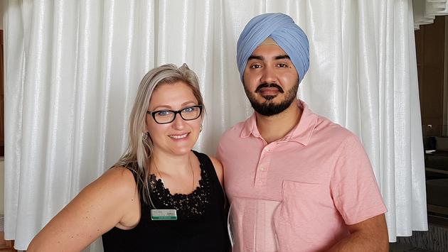 Palaces Resorts' Diana Winters presents Hype Travel's Jatinder 'JT' Singh witth the Platinum Crown Award.