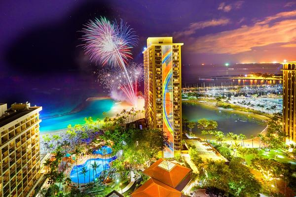 Ring in the New Year at One of These Waikiki Beachfront Events