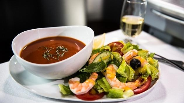 Tomato basil gluten-free soup and a salad served on a United flight