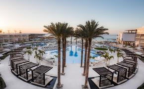 Main pool at Le Blanc Spa Resort in Cancun