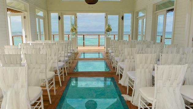 La chapelle sur l'eau du Sandals Ochi Beach Resort