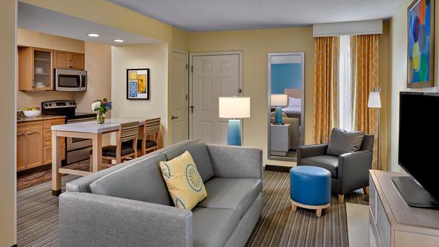 Sonesta ES Suites Chicago - Studio Suite living area