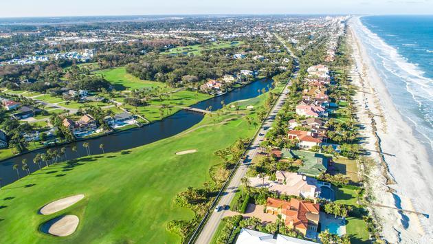 มุมมองทางอากาศของสนามกอล์ฟใน Ponte Vedra Beach, Florida