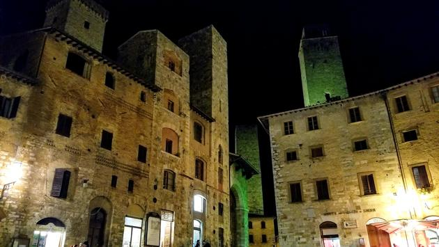 Main square in the walled Medieval city of San Gimignano, Italy.