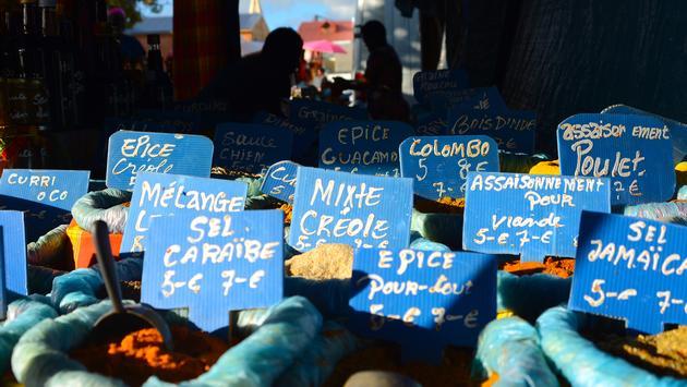 Le marché de Sainte-Anne, en Guadeloupe.