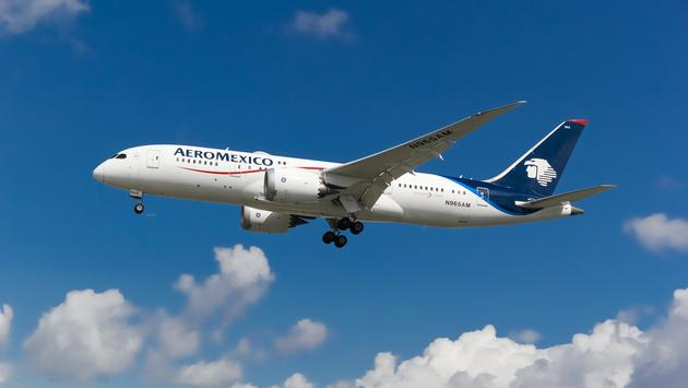 Aeromexico Boeing 787 landing at London Heathrow Airport