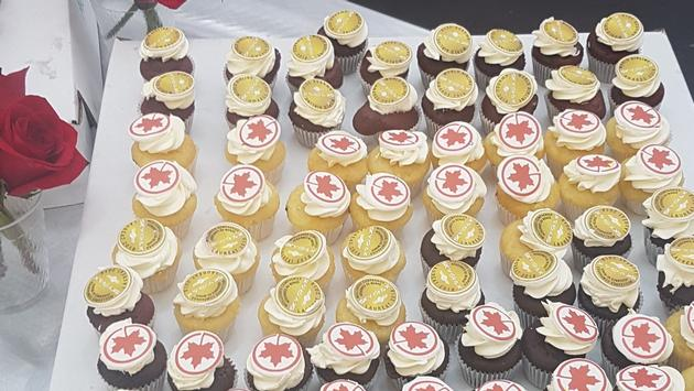 Guests in the arrivals hall were treated to refreshments, including cupcakes emblazoned with the Air Canada and Skytrax logos.