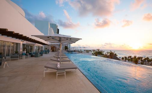 Le Blanc Cancun, upper pool