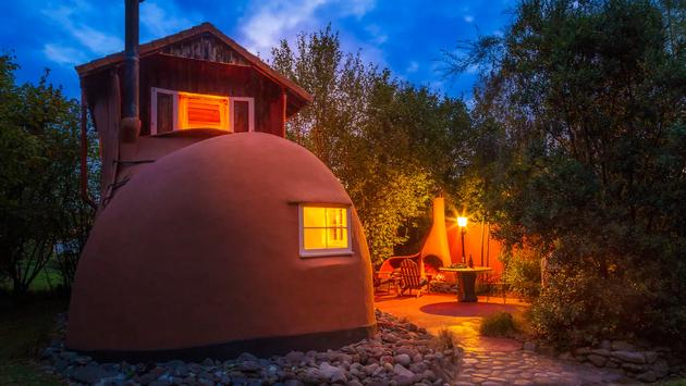 Varios viajeros prefieren hospedarse en espacios poco convencionales, como una bota. (Foto de Airbnb)