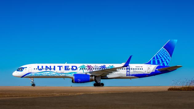 United, Airlines, plane