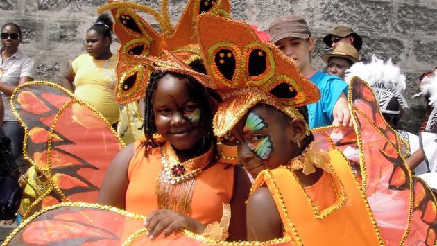 FOTO: Niños disfrazados para el festival del cultivo en Barbados (Foto de Meg Stewart / Flickr / Creative Commons)