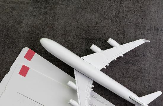 airplane with 2 blank boarding passes