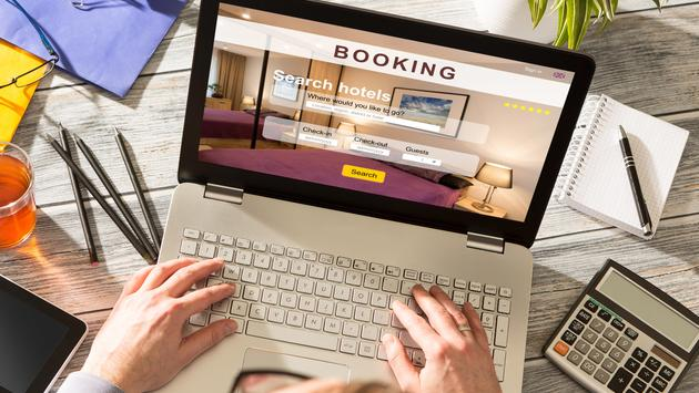 booking hotel travel