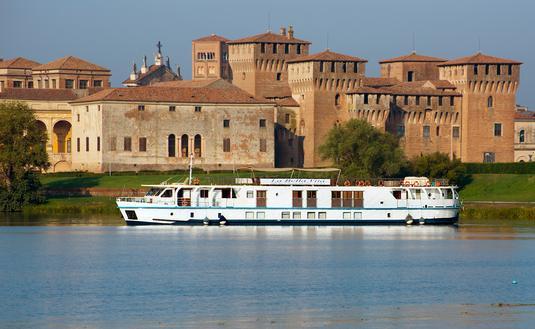 European Waterways' La Bella Vita
