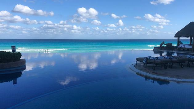 JW Marriott Cancun pool