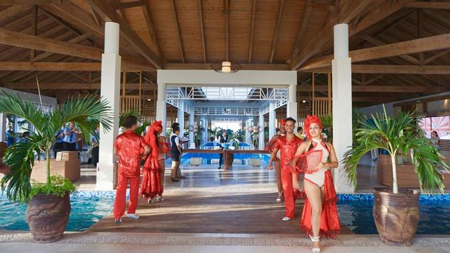 Dancers ready to welcome guests at Meliá Jardines del Rey in Cayo Coco.