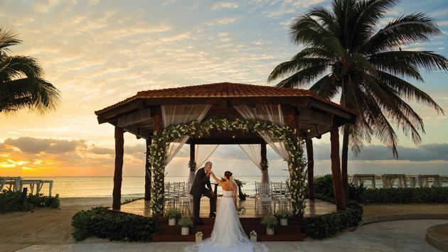 Gazebo wedding at Hilton Playa del Carmen