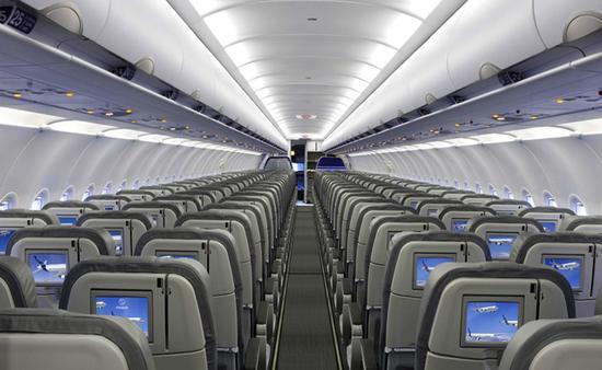 Interjet canceló sus vuelos por la contracción de la demanda de pasajeros y trató de convencerlos de que aceptaran cambio de vuelo.
